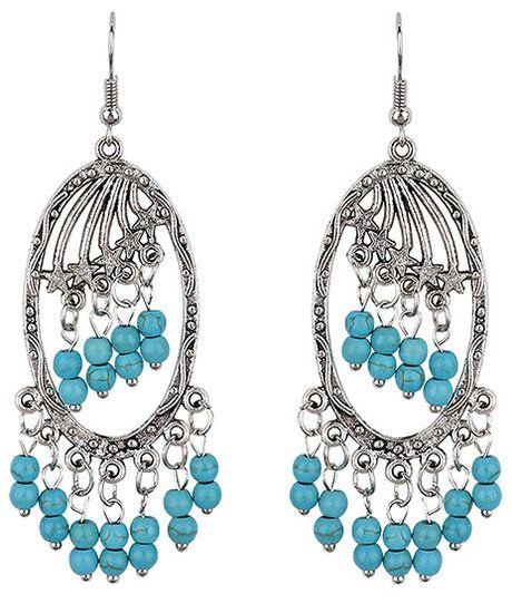 Zilverkleurige oorbellen met turquoise kralen