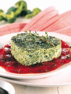 Cuoricini di broccoletti con semi di papavero e salsa al pomodoro