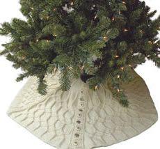 Knit tree skirt