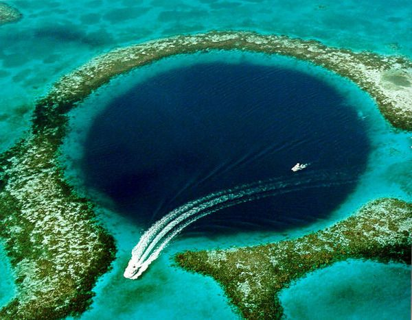 Belize'deki Buyuk Mavi Delik  Great Blue Hole, Lighthouse Reef, Belize