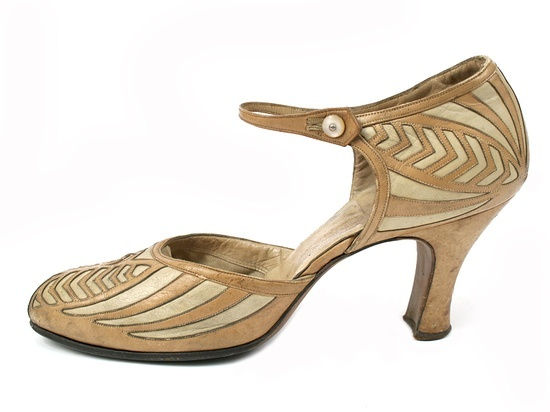 1920s Art Deco Decorated evening shoes - Saks Fifth Avenue - Shoe Icons - http://eng.shoe-icons.com/index.htm