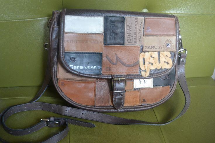 tas gemaakt van spijkerbroeken labels / bag made from jeans labels by Linda van Deursen