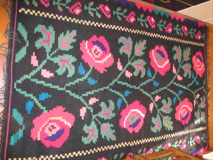 Beautiful antique traditional Romanian woven wool carpet / rug with floral pattern . Absolutely stunning and vivid colours . Hand woven in Transylvania 80-90 years ago . Hand woven with wool on cotton thread foundation .