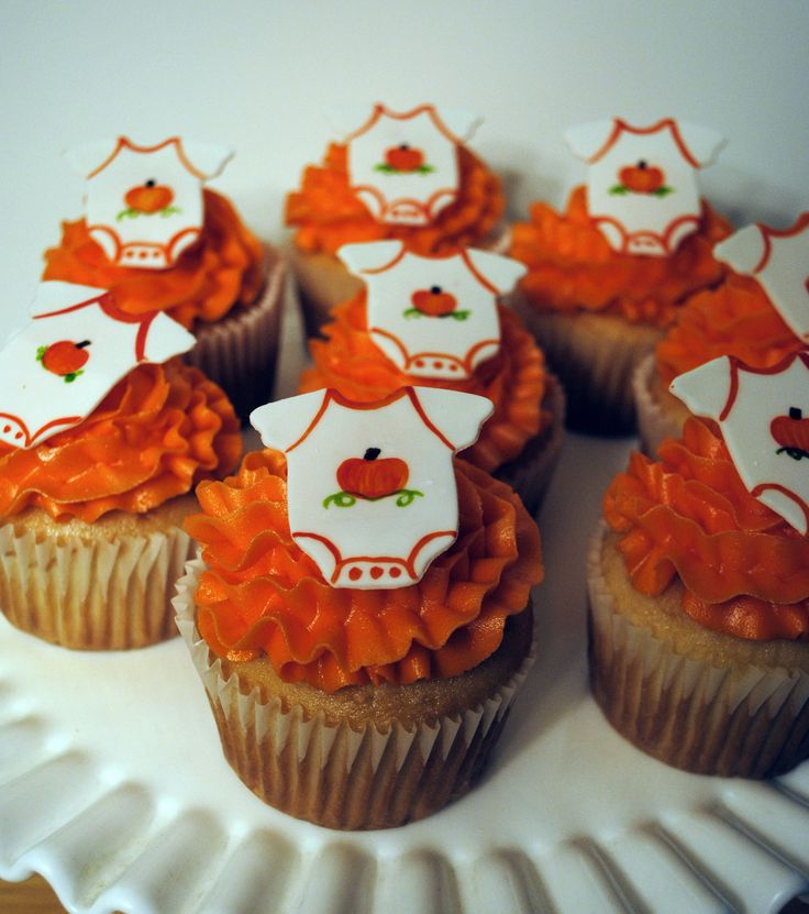 fall baby shower cupcakes. white frosting piped on with big circle, Baby shower invitation
