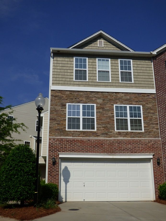 Two car garage with this large townhome 35 ackland for How large is a 2 car garage