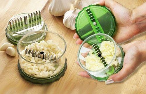 Lengkapi koleksi peralatan dapur Anda dengan Garlic Pro! Alat yang akan mepermudah Anda dalam memotong atau mengiris bawang dan bumbu masak lainnya secara halus dan sempurna HANYA Rp53.000 #panoramagroup
