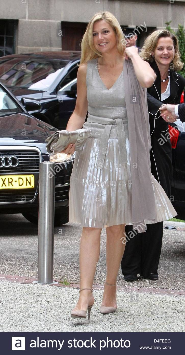 crown-princess-maxima-of-the-netherlands-arrives-at-the-10th-anniversary-D4FEEG.jpg 726×1.390 pixels