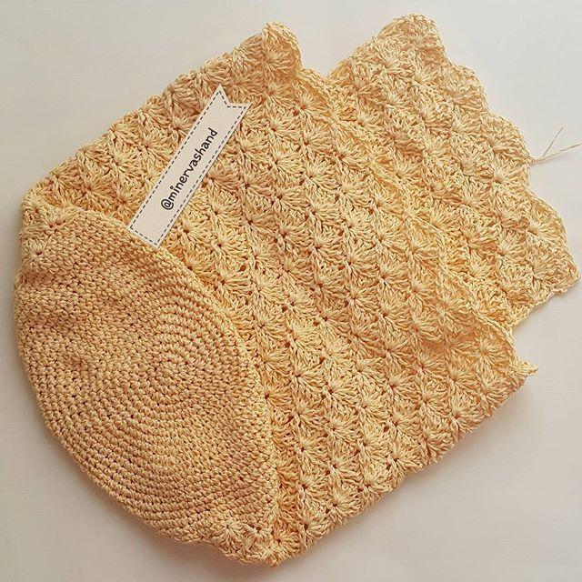 İyi akşamlar 🙋  bitti bitiyor bir sırt çantası daha 😌 - - - - - - #yarn #hakeln #crocheting #crochetaddict #elişi #tığişi #yarnaddict #handmade #hobi #crochetlover #hekling #hooking #croche #virka #virking #haken  #addicting #crochetbag #paperyarn #bag #crochet #örgüçanta #çanta #elyapımı #kendinyap #häkeln #hekla #ganchillo #backpack #sirtcantasi