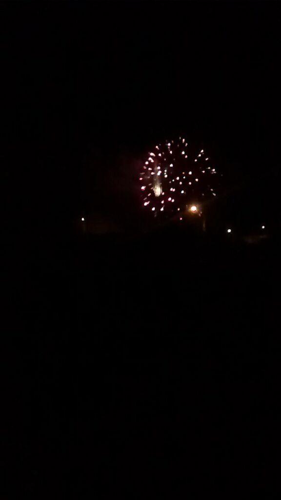 Día 22: Noche. Fuegos artificiales en el aniversario de mi aldea.