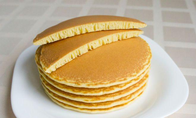 Ингредиенты: - 1 яйцо - щепотка соли - 2 ст.л сахара - 1 ст.л ванилина - 1 стакан муки - 1 ч.л разрыхлителя - 1 стакан молока - 1-1.5 ст.л растительного масла Приготовление: 1. В миску разбить яйцо. 2. Добавить щепотку соли. 3. Добавить сахар и ванилин. 4. Взбить миксером. 5. Добавит