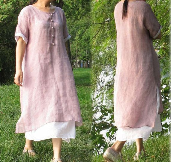 Layered dress in lovely lilac thin lilen.  Round neckline with five Chinese style hand-knotted buttons.  Side slits.  Kinomo sleeves that could be rolled up