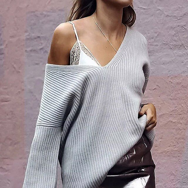 Part glitterball, part killer knit @fakander we're digging your festive style.