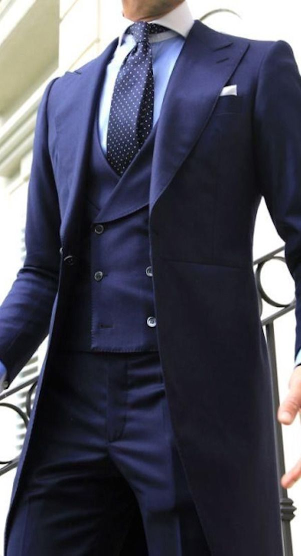 Gotta have this suit! This reminds me of Dr. Who, or Sherlock Holmes-awesomeness… – Walli Sadat