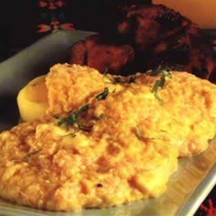 Ingredientes (cuatro porciones) *Doscientos cincuenta gramos de quinua *Un cuarto de kilo de papas amarillas *Cuatro trozos de carne de cer...