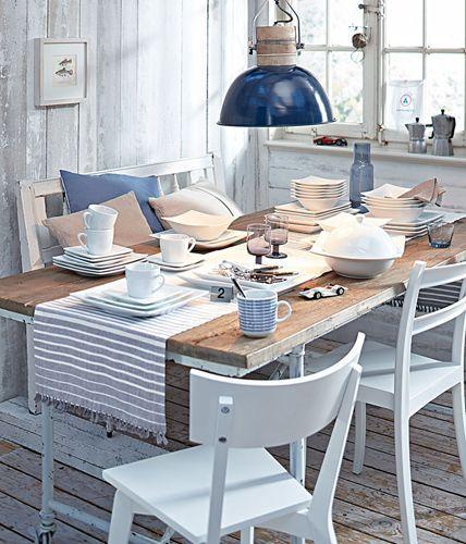 Maritim Einrichten Mobel Aus Holz Und Textilien In Blau Und Weiss