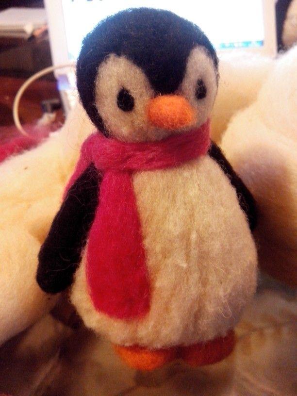 Pinguino hecho con vellon agujado
