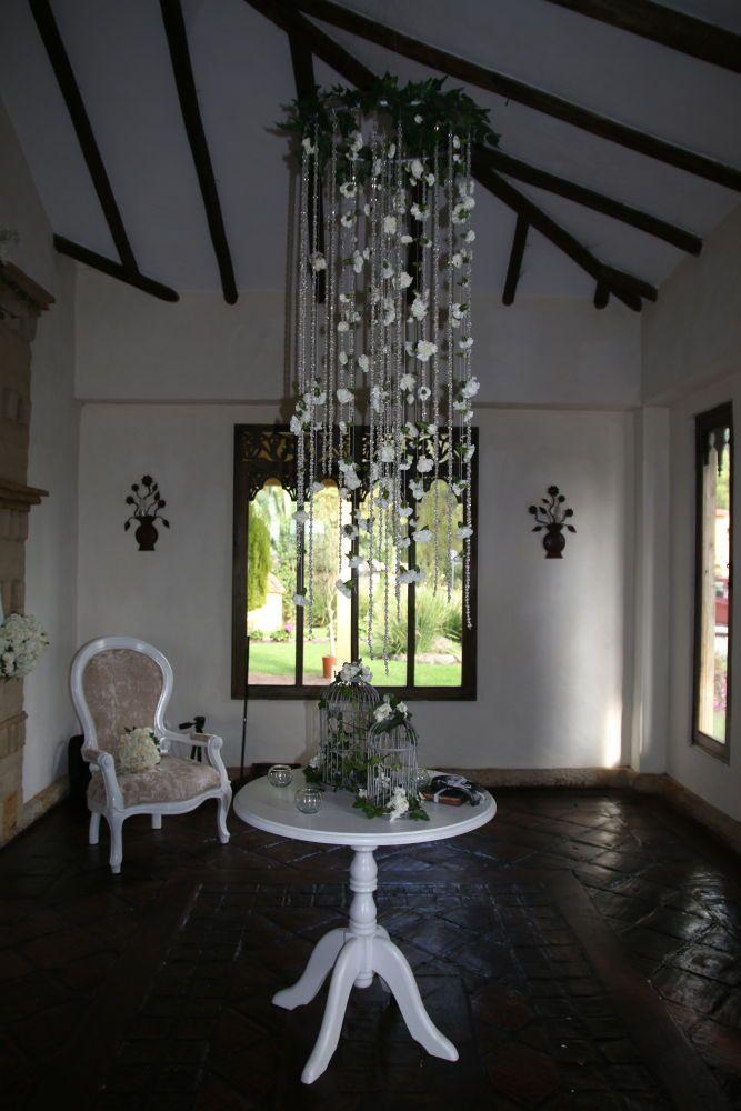 Entrada del salon con muchos detalles en la decoración