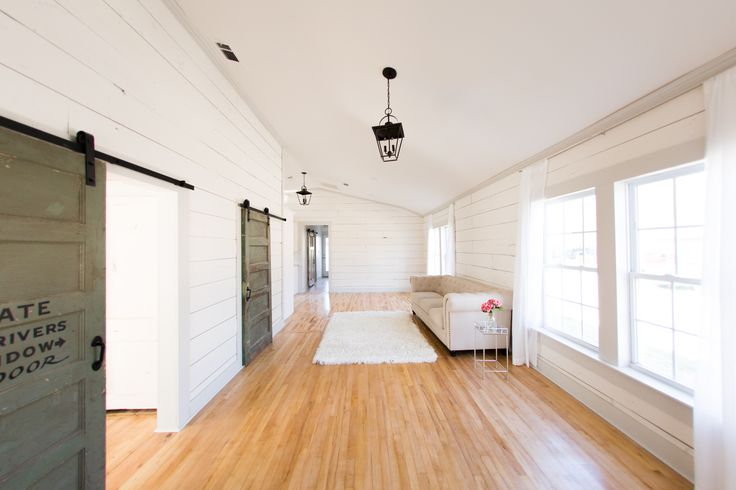 Studio House is a natural light photography studio rental located in a historic home in downtown Mckinney, TX. Available to rent by the hour or day and monthly memberships available. Perfect for your client's boudoir, babies, maternity, portraits and lifestyle sessions!