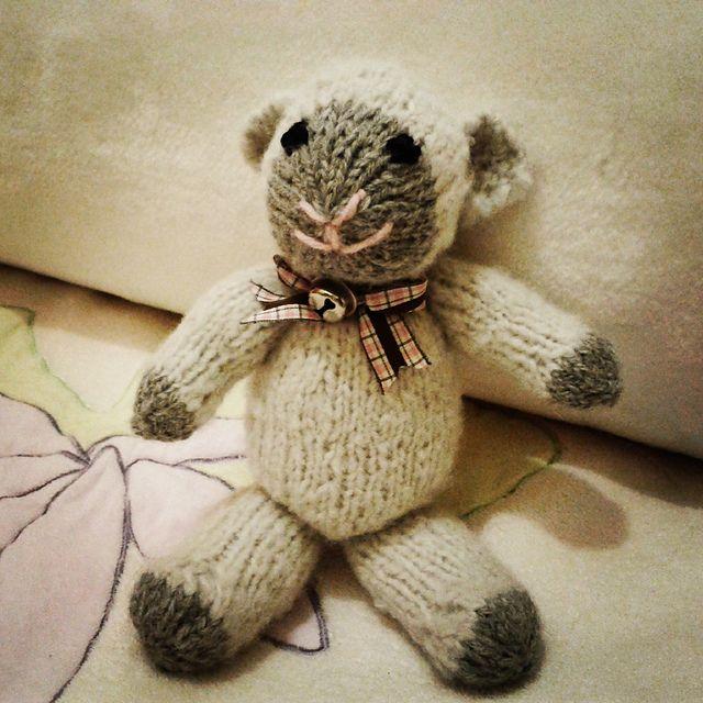 Ravelry: Athele's Fuzzy Mitten Lamb