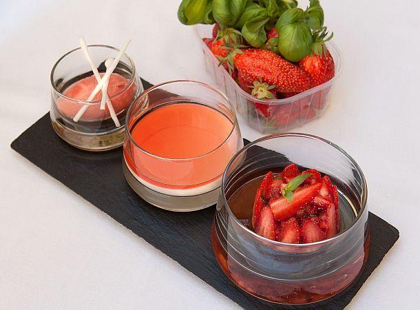 Autour de la fraise gariguette en sorbet, tartare acidulé et panna cotta d'un lait d'amande au sirop de fraise