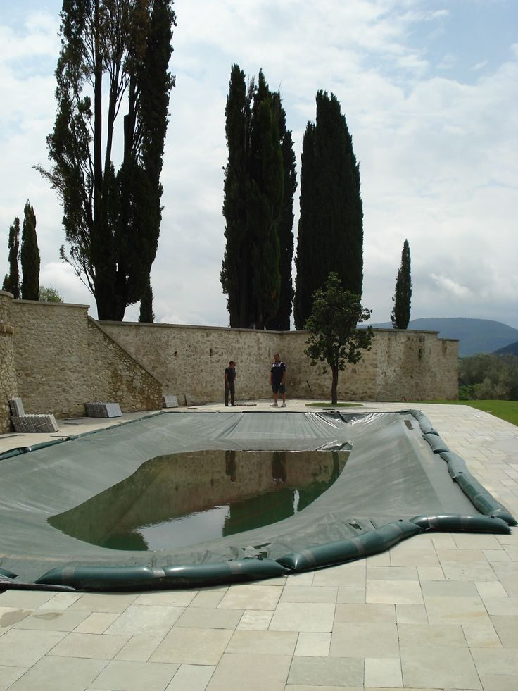 pavimentazione piscina in lastre di calcare virens  http://www.pulchria.it/index.php/photo/piscine#nanogallery/nanoGallery/6068460774364521313/6068460830300783538