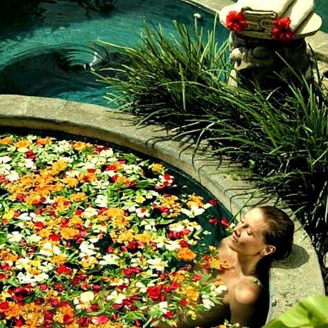 Le spot parfait #4 pour profiter du soleil #bestplacetobe #jacuzzi #hoteljacuzzi #romantic #swimmingpool #relax #perfectplace #spotparfait #afternoonchill #apremaucalme http://hotel-avec-jacuzzi.fr