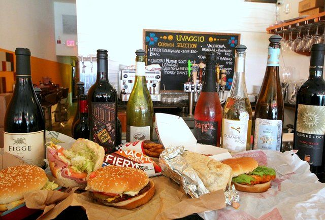 11 Popular Fast-Food Items Paired With Wine