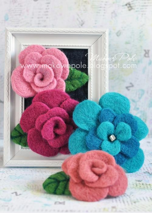 Needle felted floral brooches Makowe Pole www.makowepole.blogspot.com
