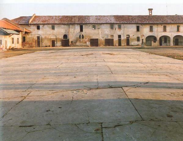 Marco Baldassari. Cascina Pizzabrasa, Pieve Emanuele, 1991 | Museo Fotografia Contemporanea | ARCHIVIO DELLO SPAZIO