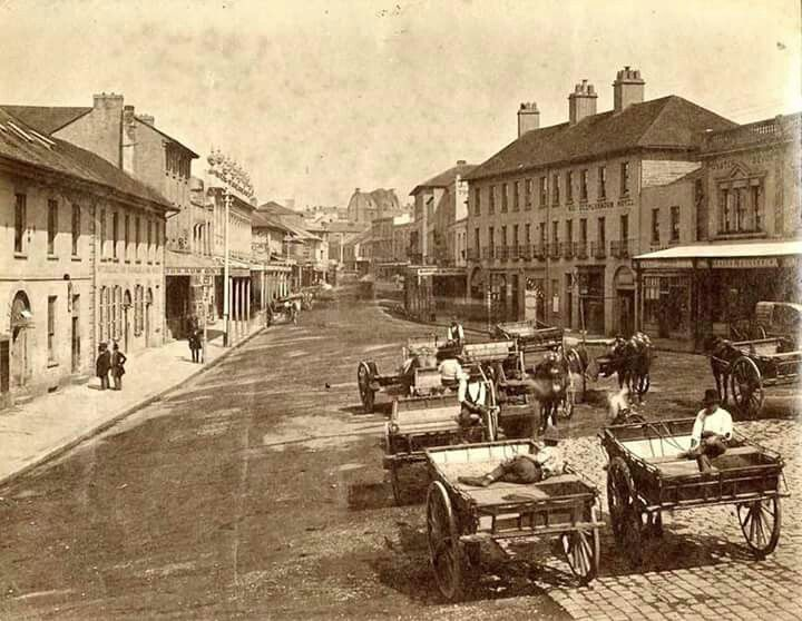 George St,Sydney in 1880 showing the stone road paving that was once used prior to the quieter and more durable wooden lock paving.Photo from Sydney Harbour Foreshore Authority.A♥W