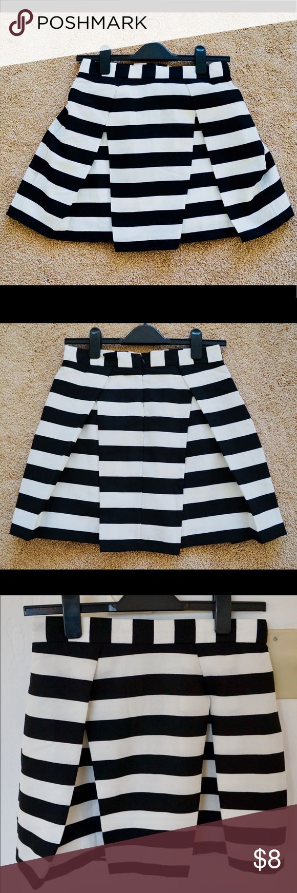 Black and white striped skirt Forever 21 black and white striped mini skirt, silky textured material with silk inner lining! Barely worn, no stains and no damage! Forever 21 Skirts Mini