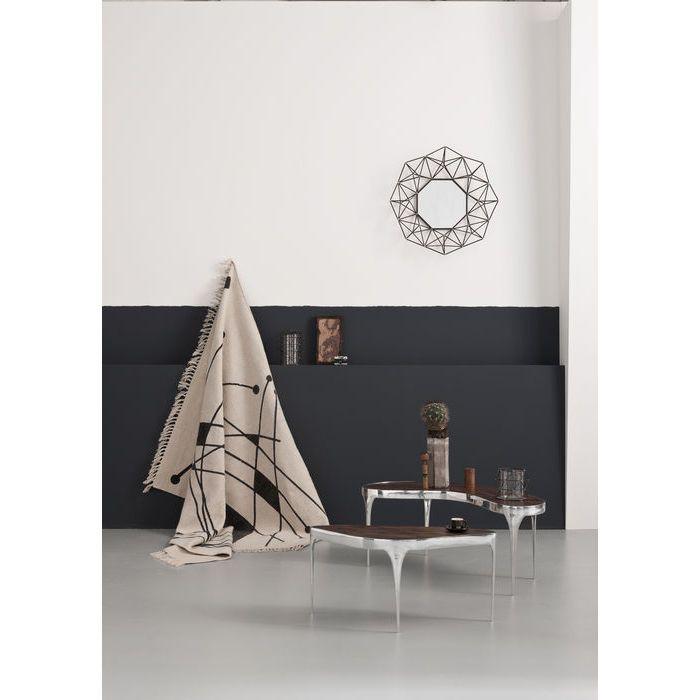 ¿Por qué no arriesgarse y darle un uso más original a la alfombra colgándola en un pared?
