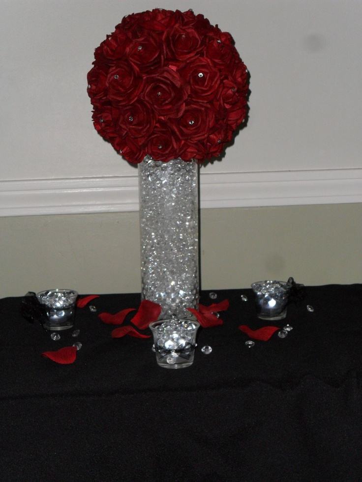 Centerpiece With Red Mulberry Rose Ball Water Gems And