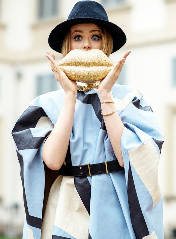 An oversize cape, hat, and lip purse make quite the statement // Photo: The Styleograph #MFW #streetstyle