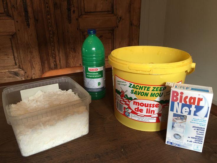 natuurlijke schoonmaakproducten: marseillezeep, schoonmaakazijn, groene zeep, baking soda