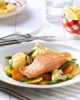 Zalm met groentemix en aardappelen