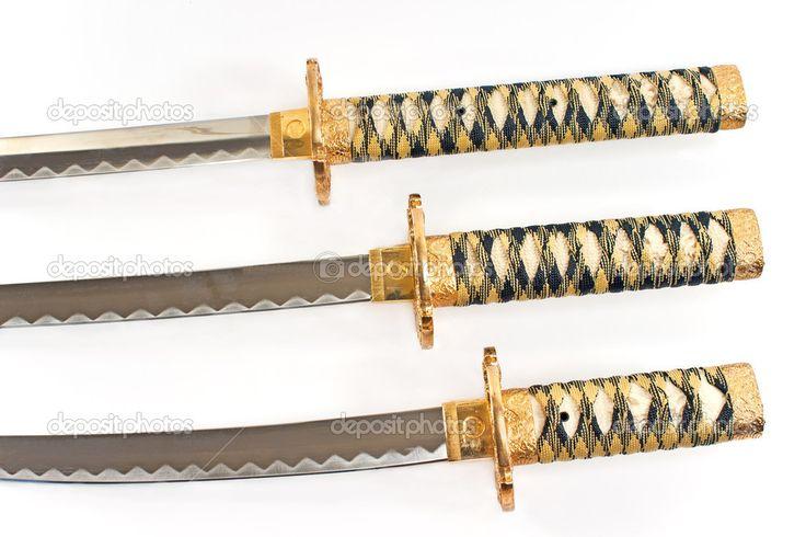Tři japonské samurajské meče katana nad bílá — Stock Fotografie ...