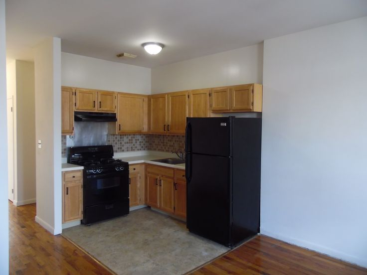 Live here in Crown Heights - 2BR Apt for Rent on Dean Street in Crown - Heights Brooklyn Web ID CRG3201 - Click for Appt or Call (718) 569-5760 - Just Reduced #aptforrent #crownheights #brooklyn