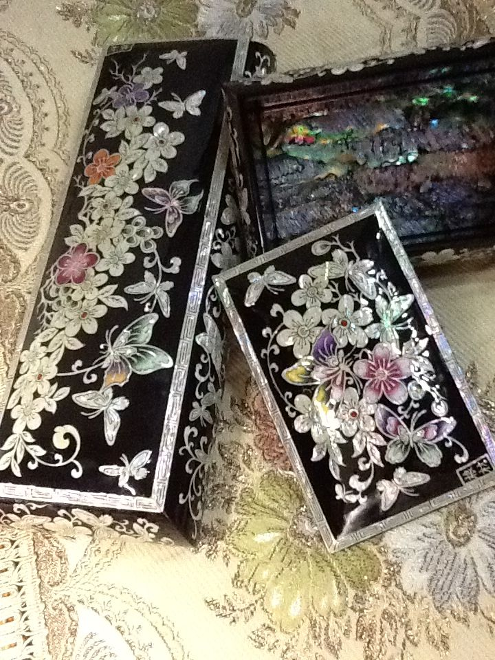 .This delicated  beautiful box is Korea traditional crafts.