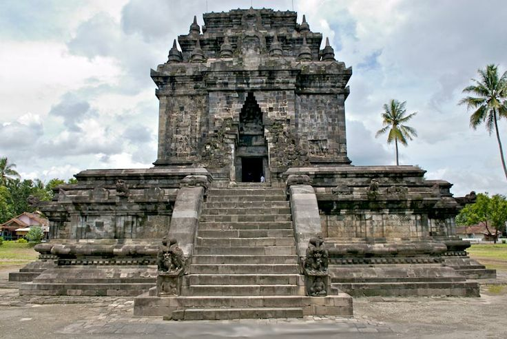 Relief stories and history about Buddhism temple of Mendut facing