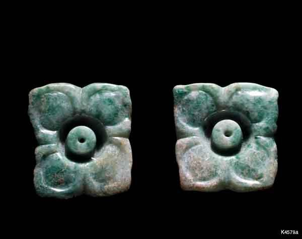 Maya. jade height 3.2 cm. Pair of ear flares in the form of a 4 petal flower