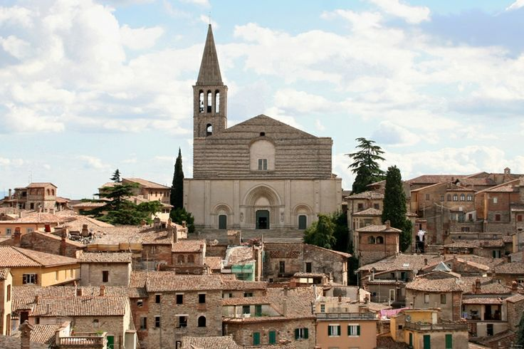 Il tempio di San Fortunato svetta sulla città