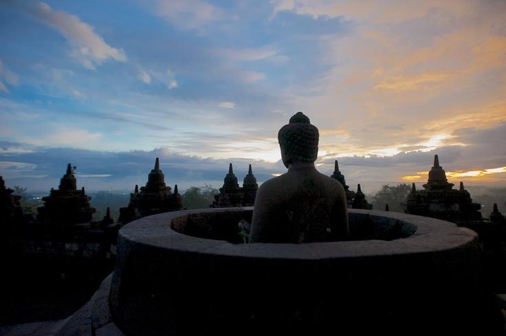 Borobudur sunrise 2 (natbrice.com)