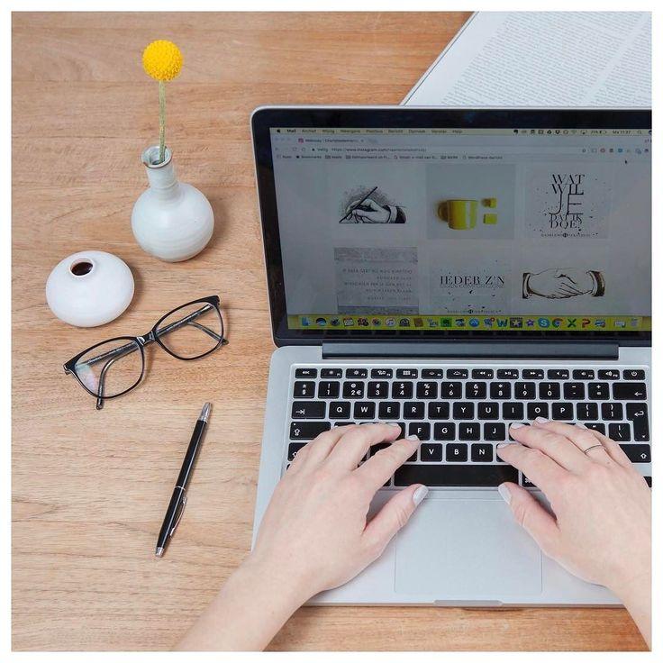 Bloggen: hoe zorg je ervoor dat je blogs gelezen worden?  De drie belangrijkste succesfactoren van een blog zijn:   1.Waarde (deel je kennis of motiveer je lezer).  2.Persoonlijkheid (schrijf als mens niet als bedrijf). 3.Toewijding (zorg voor regelmatige updates en houd vol. Dan kom je betrouwbaar over en zullen je fans of volgers ook loyaal zijn aan jou).   Welk van deze 3 punten vind jij de grootste uitdaging?