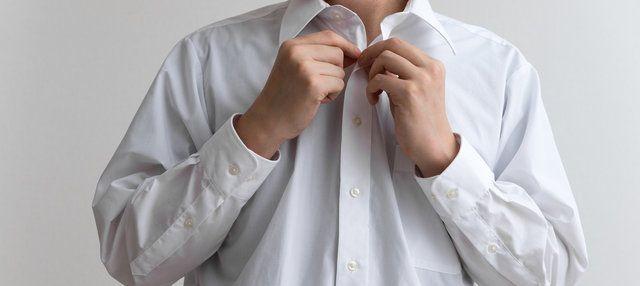 ワイシャツの襟や袖口の汚れって、洗濯してもなかなか落ちないことってありますよね…。汚れが落ちないと本当に困ってしまいます。新しいワイシャツを買うのには勿体無いし、このまま汚れたワイシャツを使うのもアレだし…。 そんな頑固なシャツの汚れに困っている世の女性の方々のために、簡単に落とせる方法を集めてみました!!