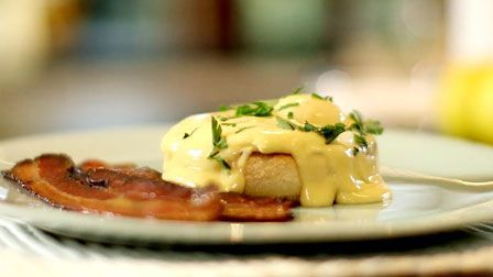 Heston shows you how to poach the perfect egg and whisk up hollandaise sauce for a classic eggs Benedict.