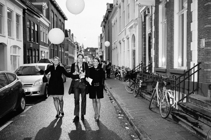 Wedding guests, Groningen, balloons, street picture. Photo by Sjoerd Banga, © Banganimation