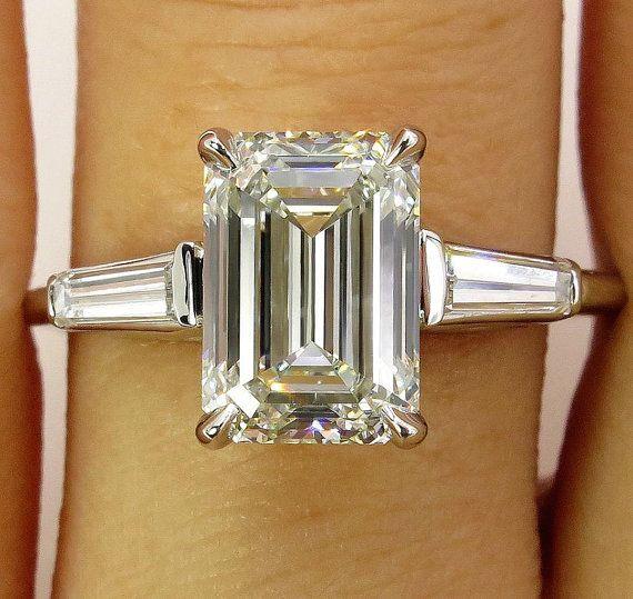 Das Element ist Verkauf bis, so dass zu diesem Zeitpunkt erworben werden kann.  SEHEN SIE DAS VIDEO! Bitte kopieren Sie und fügen Sie diesen Link in Ihren Browser zu unseren YouTube Channel: https://youtu.be/Vqd2yVtFgdY  Es gibt nichts mehr ELEGANT und edel, als ein Diamant-Ring mit einem Smaragd FRONTPOLIERT! Das Gesamtgewicht der Diamanten ist 2,58 ct.  Dritten Quartal des 20. Jahrhunderts. Kaufen Sie ihr dieses exquisite und der klassisch-eleganten Diamant anrufen, die werden ihre Träume…