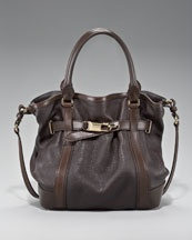 Awesome Burberry bag for the fall