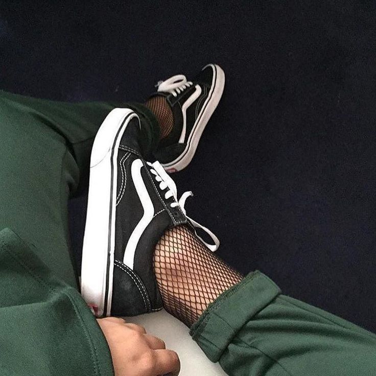 Loving the lowtop (black and white) vans paired with some fishnet stockings! Sneaker style inspiration for women.   <3 @benitathediva
